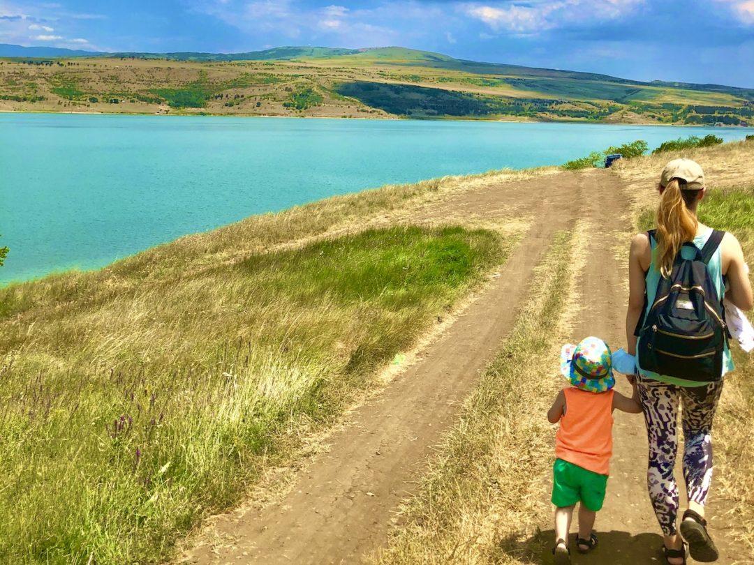 家族で楽しめる大自然!トビリシの湖「Tbilisi Sea」